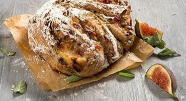Lucious loaf Gorgonzola vijg